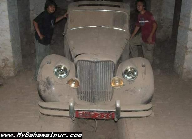 Car of Nawab of Bahawalpur in SadiqGarh Palace