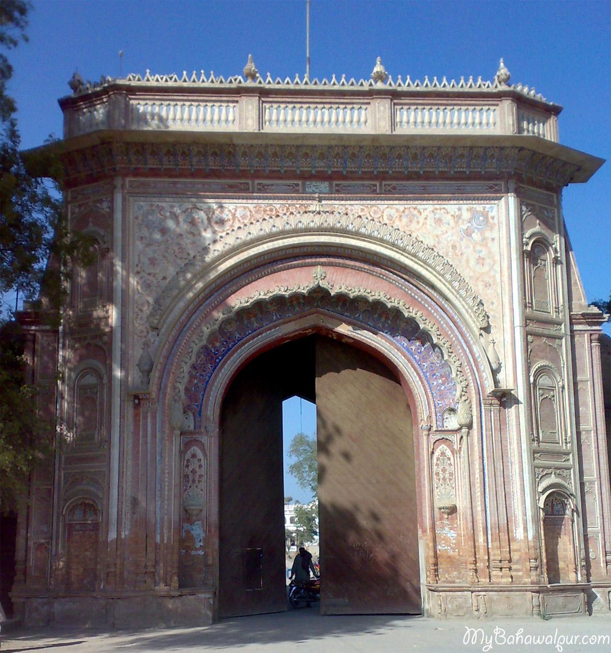 entrance gate of sadiqgarh palace